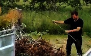 Monumental cabreo de un agricultor asturiano, obligado a pagar autónomos por recoger manzanas en su terreno