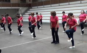 Veteranos gimnastas de hasta 102 años se reúnen en Zaldibar