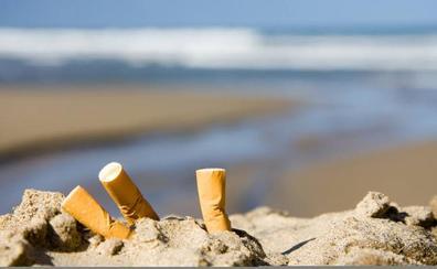 ¿Hay que prohibir fumar en las playas?