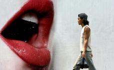 El mal presagio de las faldas largas y labios rojos