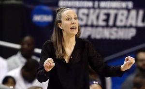 Lindsay Gottlieb, la primera en pasar del banquillo de la liga universitaria a la NBA
