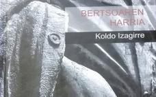 Koldo Izagirre pasaitar idazleak 'Bertsoaren harria' liburua argitaratu du