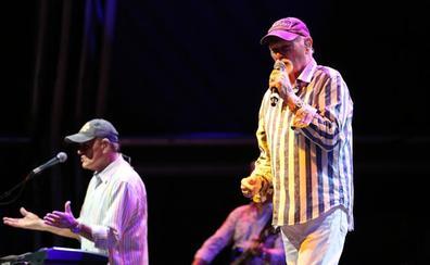 La interminable ola buena de los Beach Boys en Sondika