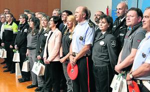 La Ertzaintza condecora a trece vigilantes y a la seguridad del Metro