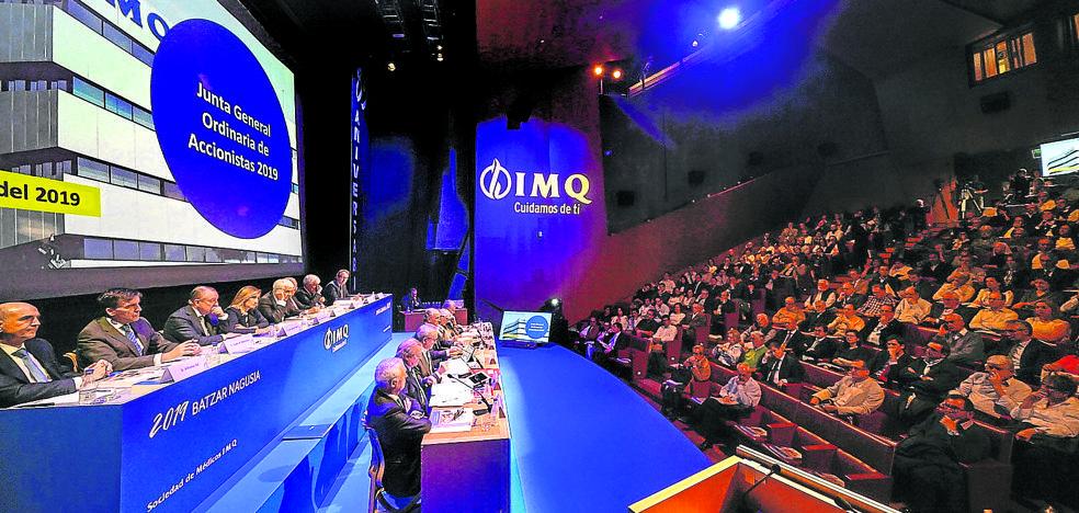 El IMQ ve respaldada su gestión, pero se mantiene la tensión con el sector crítico