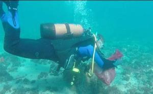 Submarinistas limpiarán hoy los fondos de la playa de Arrigunaga