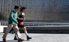 Woody Allen se pasea por Bilbao antes de su concierto en el Euskalduna