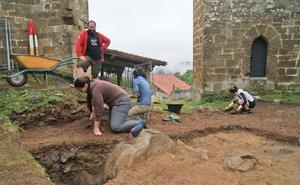 La excavación del Yermo buscará este año los restos del poblado junto a la iglesia