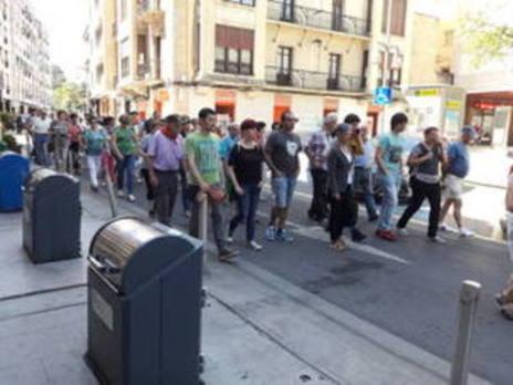 La alcaldesa de Durango se manifesta junto al colectivo de pensionistas