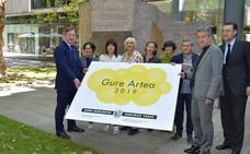 Miren Arenzana, Sahatsa Jauregi y Arakis, premios Gure Artea