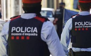 Los Mossos investigan la muerte violenta de una niña de 13 años en su casa