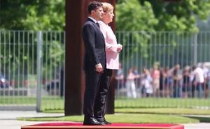 El temblor de manos y piernas de Merkel que disparan las especulaciones sobre su salud