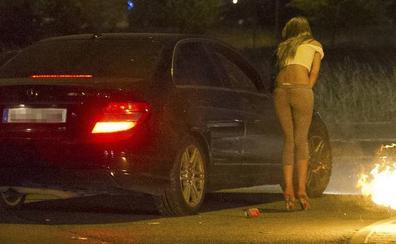 Más de 300 mujeres cada vez más jóvenes ejercen la prostitución en Álava