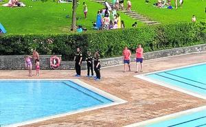 «Hemos pagado 7 euros por entrar y nos encontramos con la piscina cerrada»