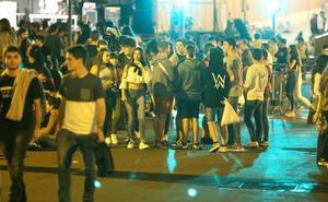 Leioa intensifica la vigilancia en la zona del metro para poner coto al botellón en fiestas