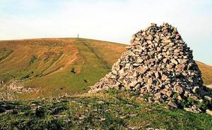Gorbeia (cruz) (1.482 m.), Aldamin (1.373 m.), Lekanda (1.309 m.) y Gorosteta (1.259 m.)