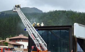 Dos heridos en un incendio en un edificio en construcción en Güeñes
