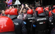 Tensión y gran presencia policial en Bilbao durante la manifestación de la huelga del metal