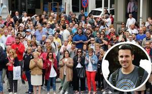 «Le dejó noqueado en el suelo y salió corriendo», dice un amigo del agresor a un joven en las fiestas de Oviedo