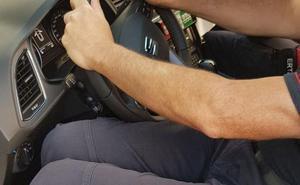 Indignación entre los ertzainas por los consejos para entrar en los nuevos coches: «Primero una pierna y luego la otra»