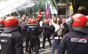 Directo TV: fuerte despliegue policial en la Gran Vía de Bilbao por la huelga del metal