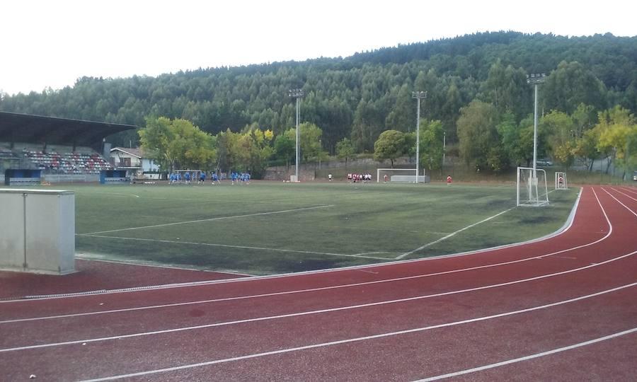 Galdakao inicia el cambio de césped del campo de fútbol de Elexalde