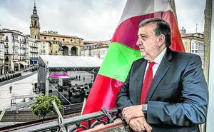 «Solo envidio de Bilbao que allí siempre llegan a acuerdos para sacar proyectos»