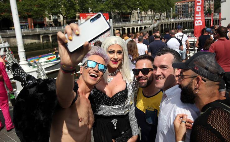 Desfile del orgullo gay por la ría