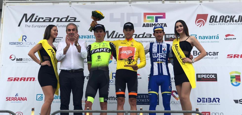 Gotzon Martín da al equipo Euskadi la Vuelta a Abimota