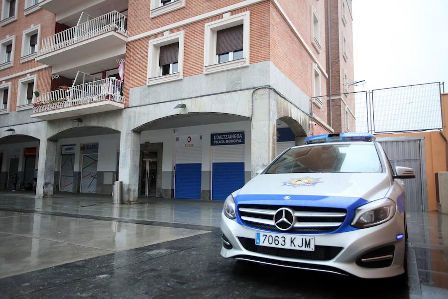 Queman cinco contenedores y dañan cuatro coches de madrugada en Bilbao