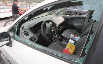 Detenido un joven por romper los espejos retrovisores y las lunas de varios vehículos en Erandio