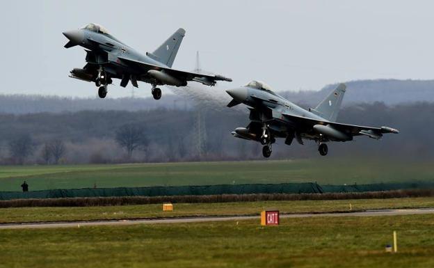 Muere un piloto al tocarse en vuelo dos aviones Eurofighter
