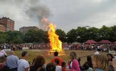 Los vitorianos se entregan a la magia de San Juan