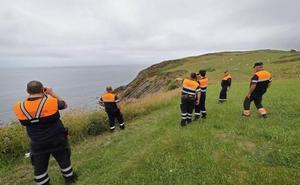 Un centenar de efectivos buscan a Manuel, el joven desaparecido en la costa de Cantabria