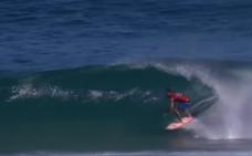 Gran espectáculo sobre las olas en el campeonato mundial de surf en Brasil