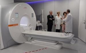 Urkullu agradece a Amancio Ortega la inversión en equipos contra el cáncer
