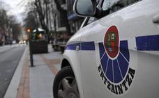 Golpea a un ertzaina cuando se fugaba tras intentar robar una bicicleta en Vitoria