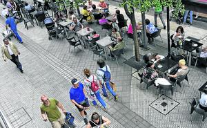 Bilbao prueba sonómetros que avisarán a los clientes cuando excedan el ruido en las terrazas
