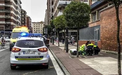 Un peatón y policías locales de Vitoria salvan a un infartado tras 12 minutos de reanimación