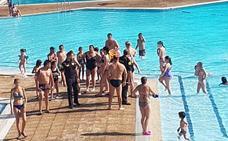 Sin piscinas exteriores hoy en Bilbao por la huelga en plena ola de calor