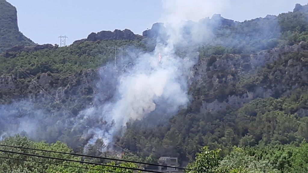 Un incendio quema una hectárea de bosque en Sobrón
