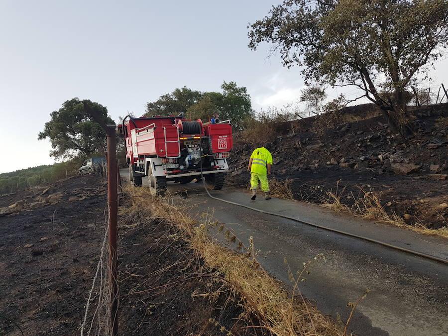 Un incendio afecta al barrio de Las Caserías de Artziniega