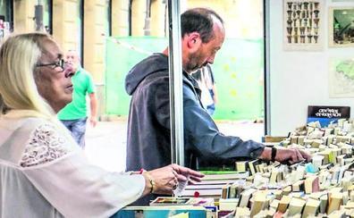 La Feria del Libro Antiguo y Viejo de Vitoria cumple 25 años con nueve librerías