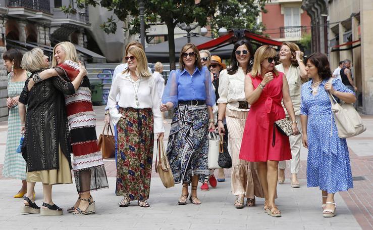 La moda les unió y en Bilbao se conocieron: la amistad virtual de 15 mujeres con estilo