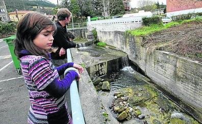 URA mejora el Amunategi y saca a la luz el puente Errotatxo de Busturia