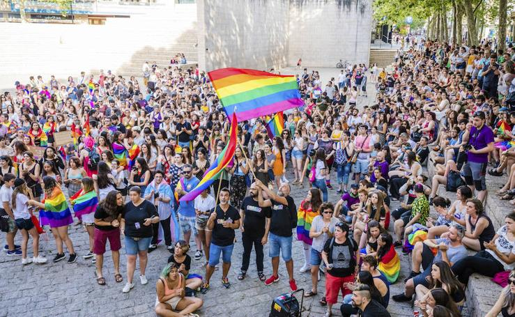 Vitoria reivindica la diversidad sexual en una fiesta multicolor
