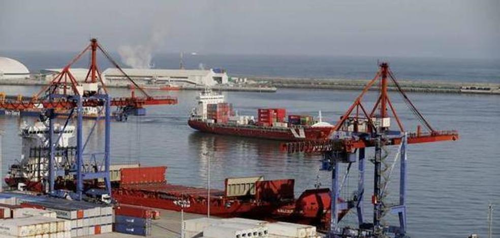 Rescatan a tres polizones atascados en un desagüe del Puerto de Bilbao