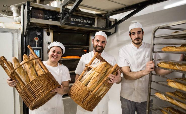 Recorrido por varias panaderías en el día que cambia la normativa del pan