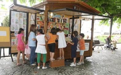 Las seis Terrazas de las Letras sacan a las calles de Getxo dos millares libros