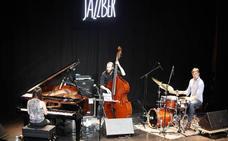 Jon Urrutia Trío abrirá mañana el festival de jazz de Bermeo
